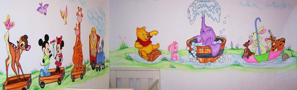 ציור קיר של פו הדב ודמבו על גשר
