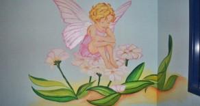 ציורי קיר של פיות ורדרדות