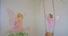 ציורי קיר של פיות בפעילויות שונות